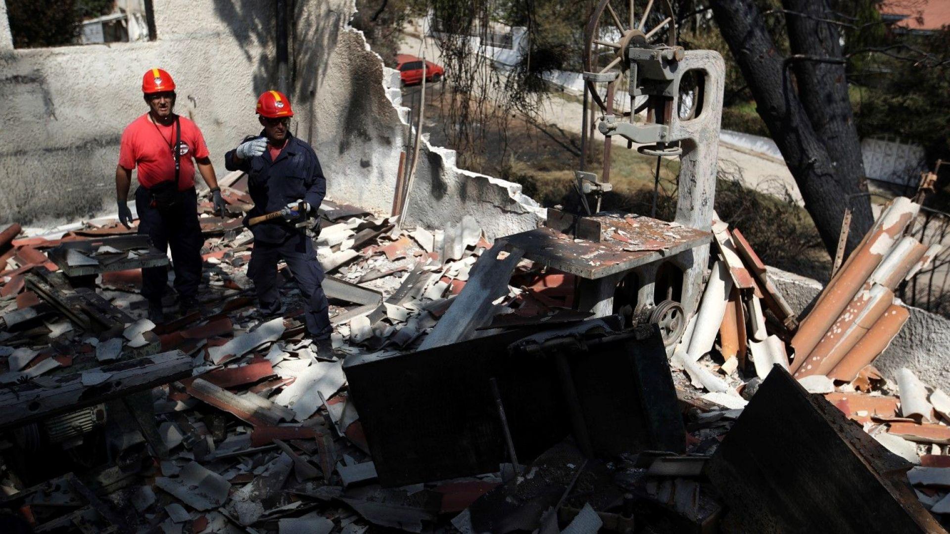 Издирване на оцелели или жертви под развалините в Мати