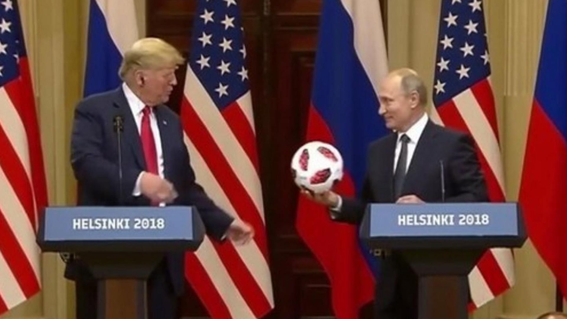 CNN: Топката, подарена от Путин на Тръмп, може да има чип за проследяване