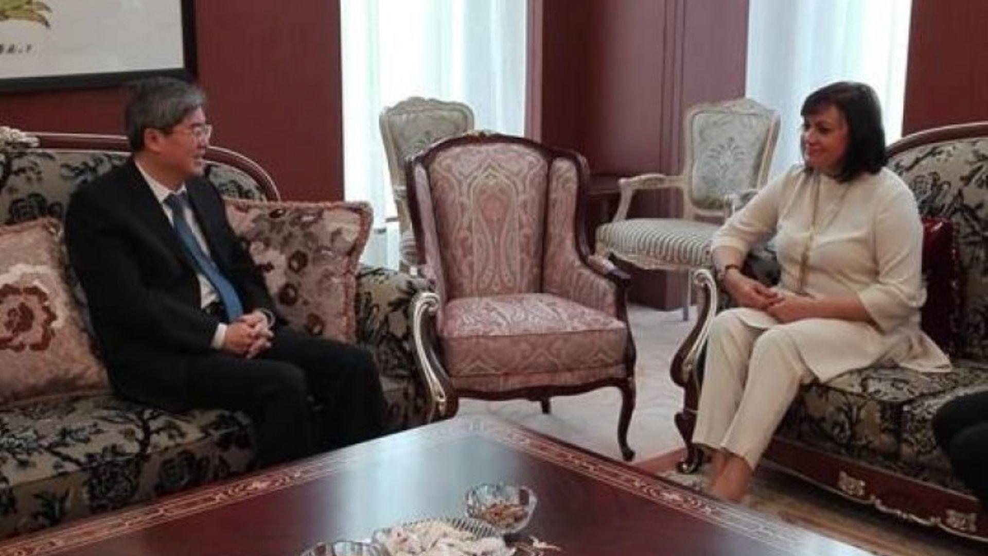 Нинова се срещна с китайския посланик, ще води делегация от БСП в родината му