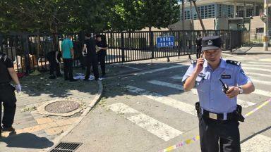 Взрив край посолството на САЩ в Пекин (видео)