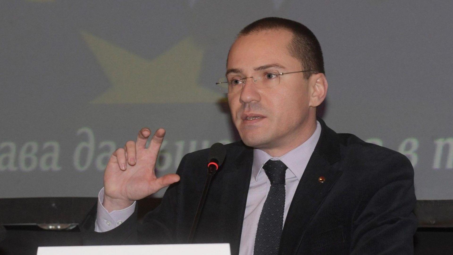 """Ангел Джамбазки: Пакетът """"Макрон"""" ще изгони 150 хил. семейства от България"""
