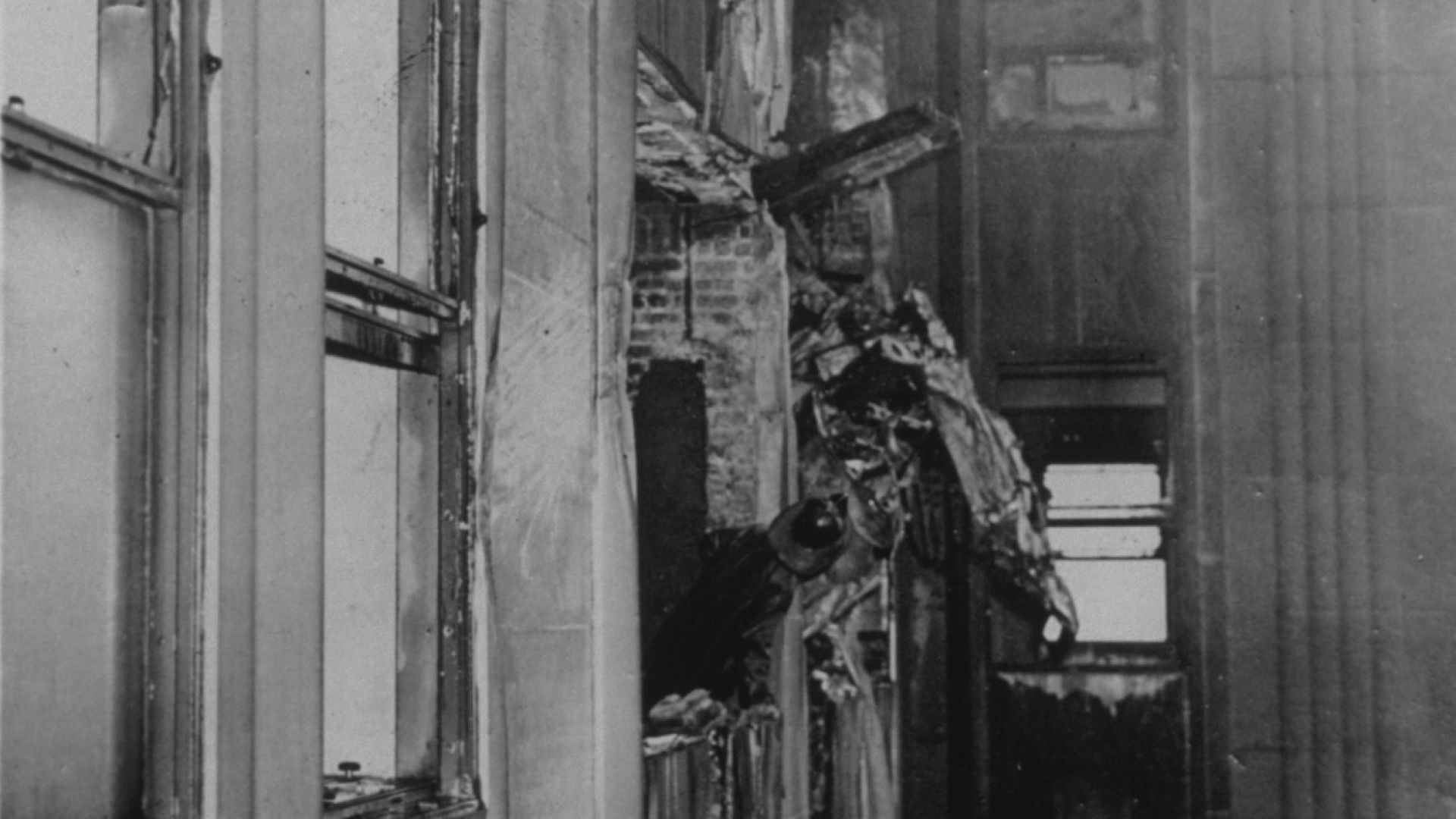 56 г. преди атаките на 11 септември - самолет се забива в Емпайър стейт билдинг