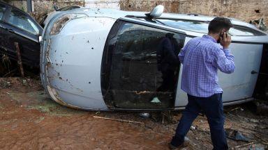 Бебе на туристи и още 5-ма души загинаха при буря на гръцкия остров Евбея (видео)