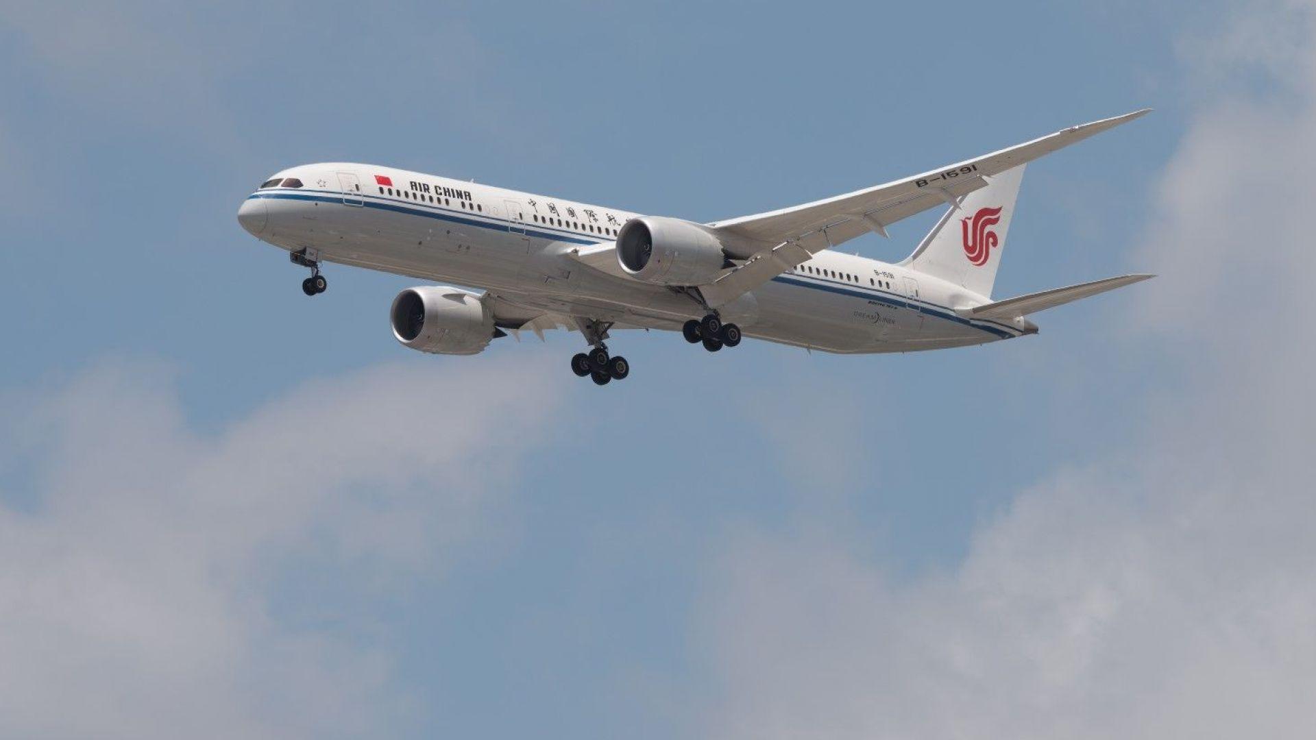 """""""Развален телефон"""" вдигна на крак службите на """"Шарл де Гол"""", върнаха самолет"""