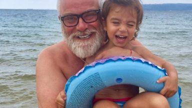 Владо Пенев на плажа с внучката на Катето Евро (снимки)
