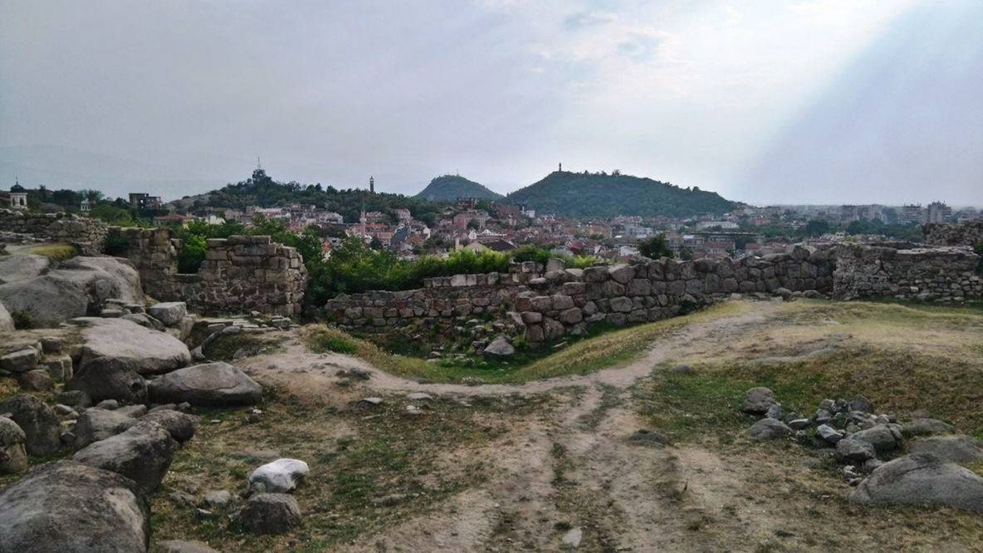 Археолози направиха разкрития в подножието на връх Драгойна