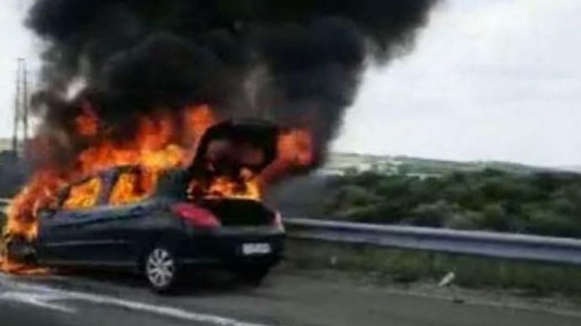 """Автомобил се самозапали на """"Тракия"""""""