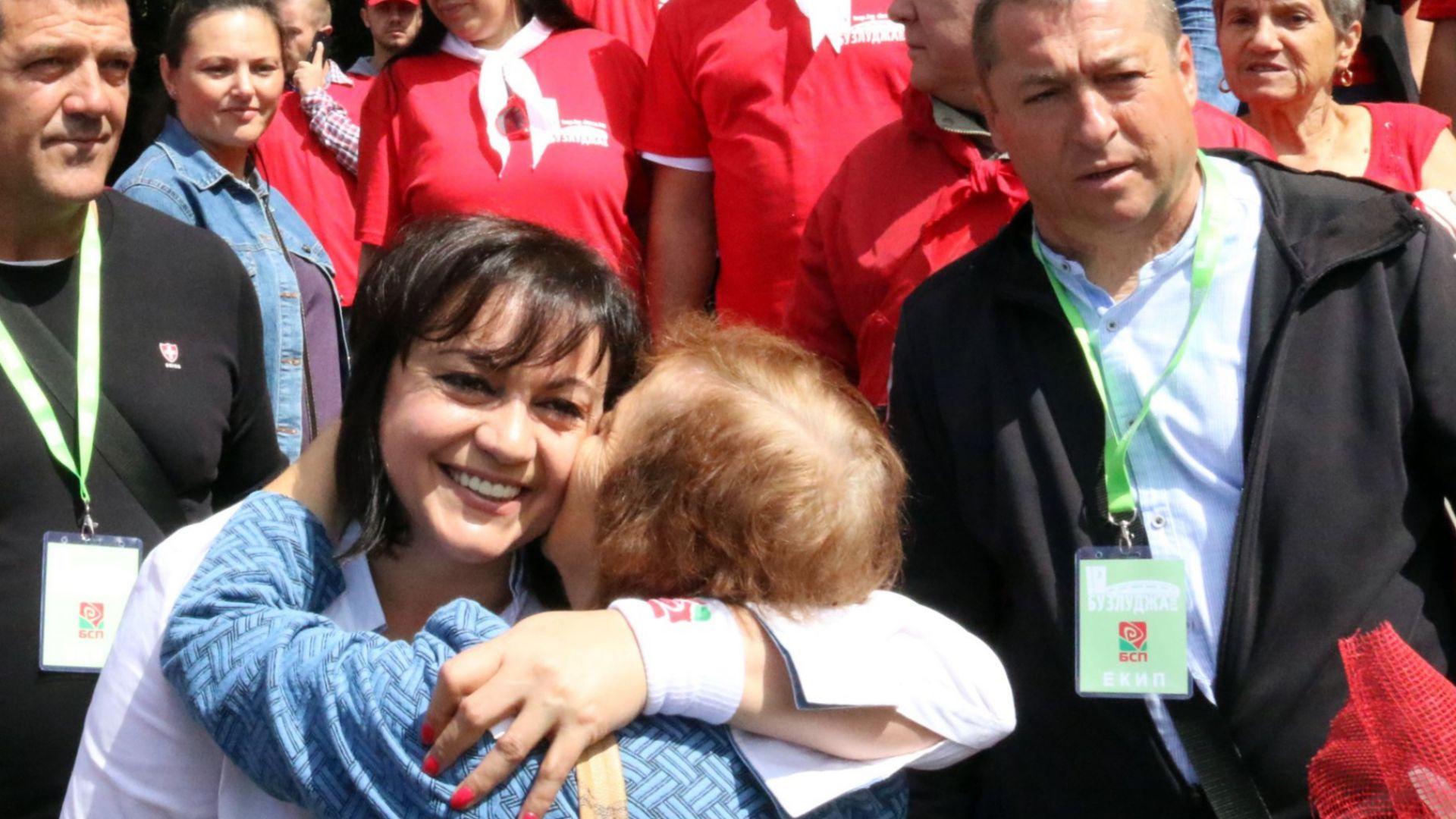 Нинова в прегръдката на социалистите