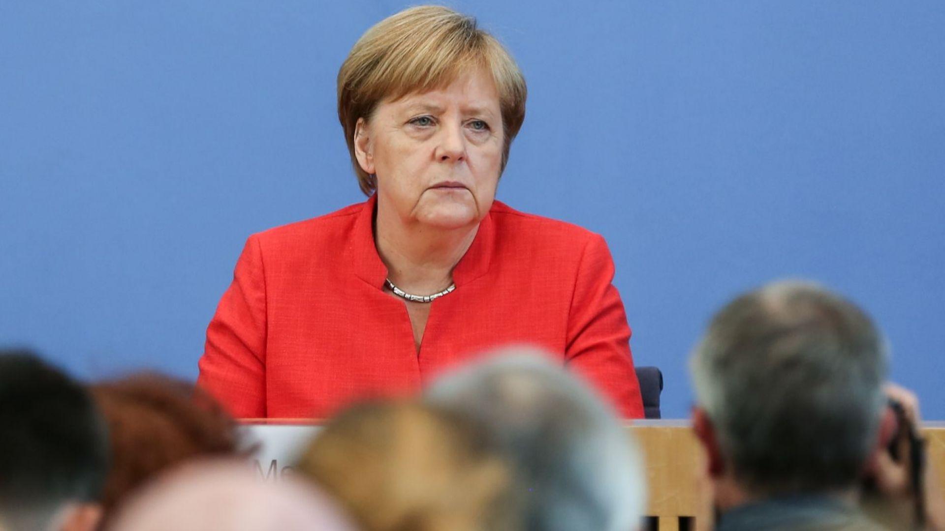Рейтингът на консервативния блок на Меркел се срива