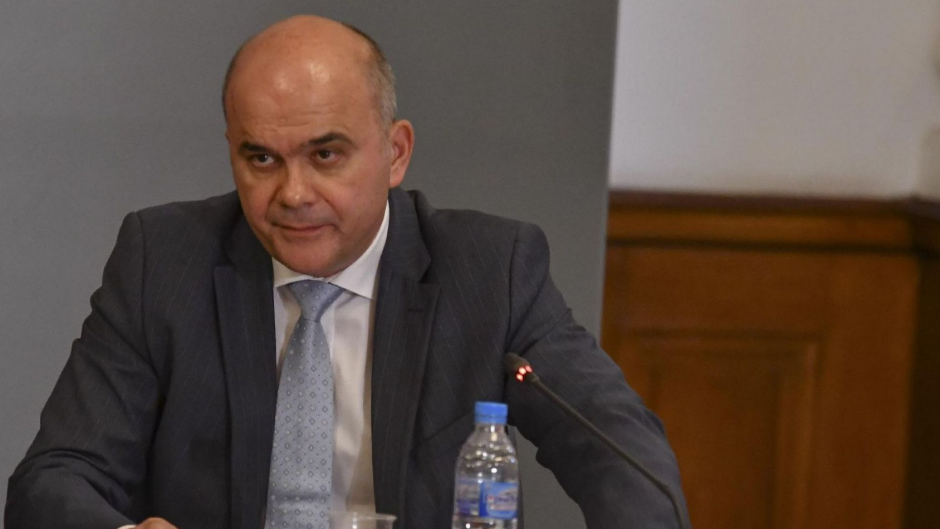 Министър Петков: Държавата не може да си позволи безлимитна лична помощ