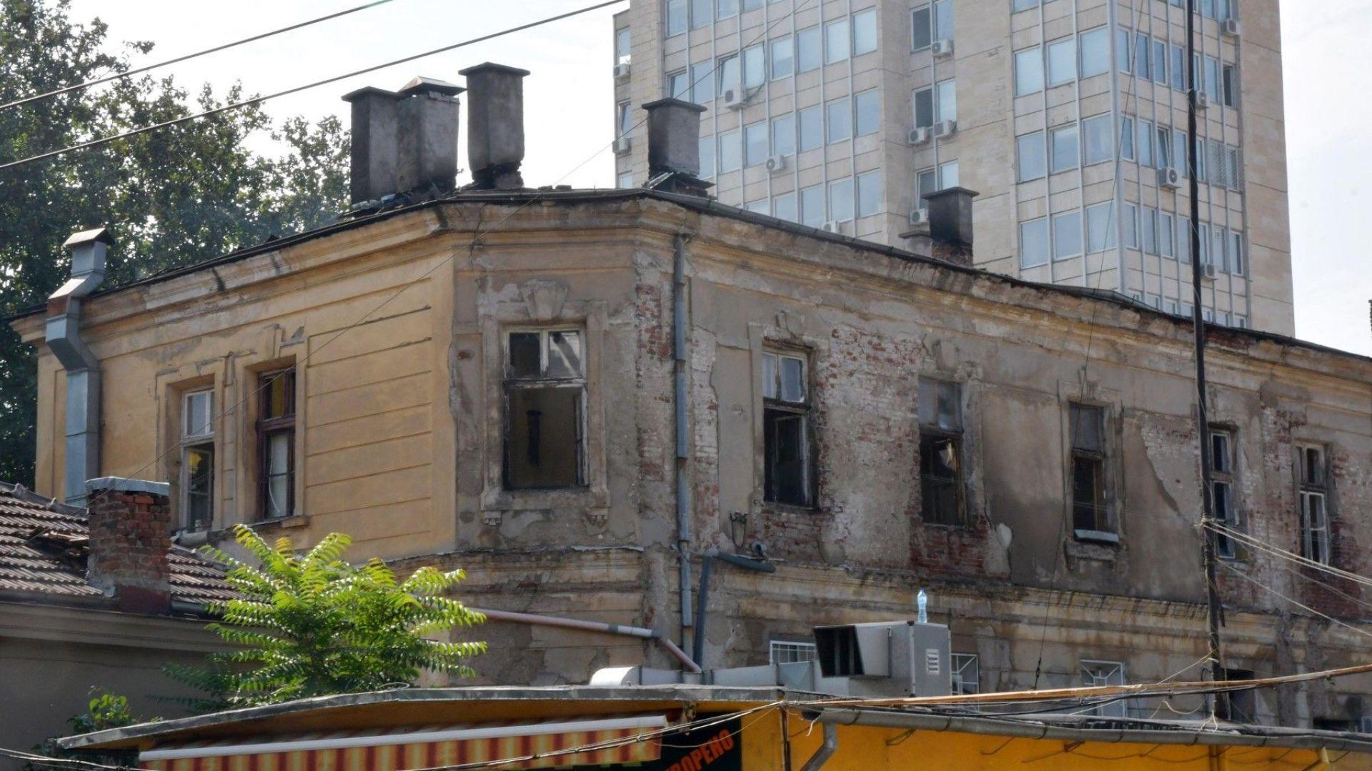 """Янко Иванов за пожара в """"Царските конюшни"""": Опожарената сграда не е наша"""