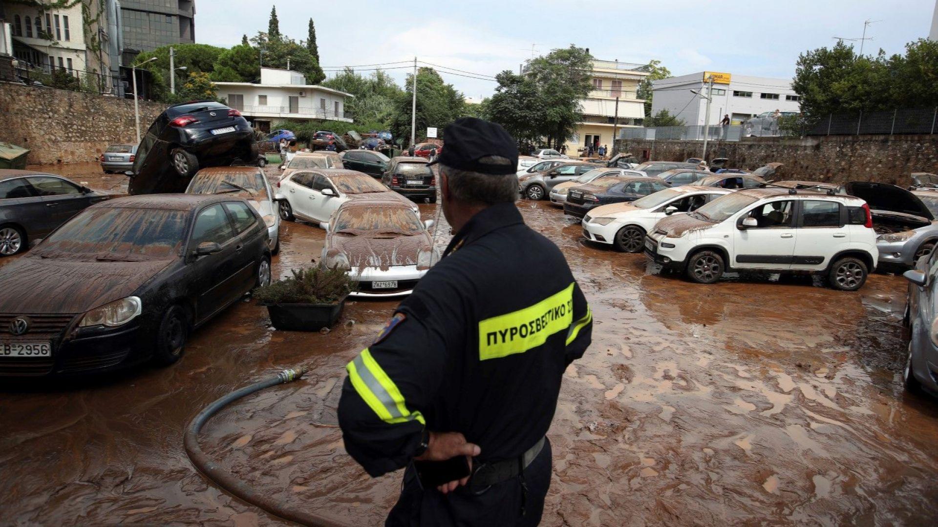 Силна буря наводни  Атина
