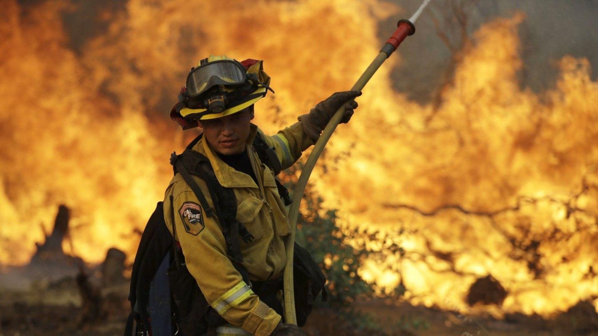 Расте броят на жертвите на пожарите в Калифорния: Огънят уби вече 4-ма пожарникари