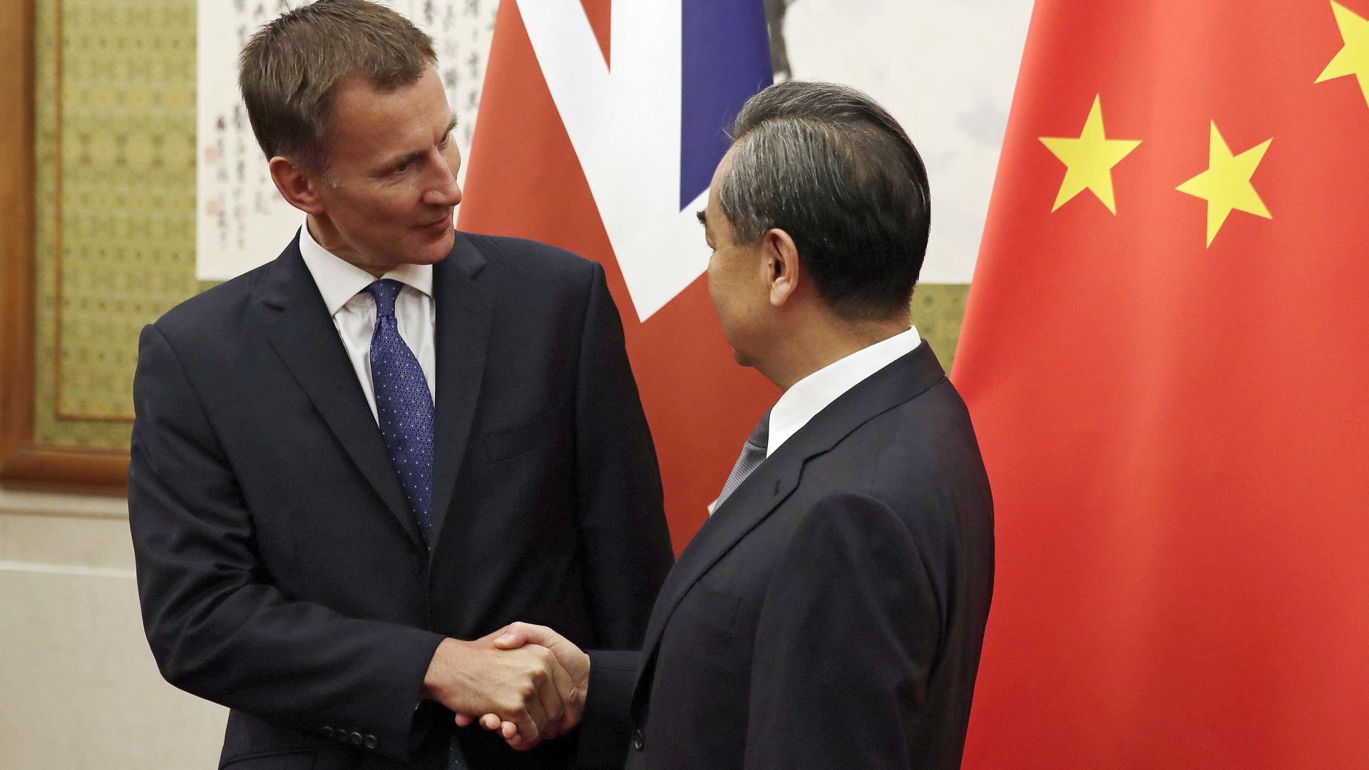 Гаф: Първият UK дипломат представи в Пекин китайската си съпруга за японка