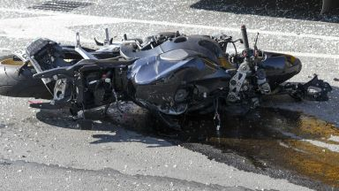 Шофьор блъсна полицейски шеф на мотор в центъра на София