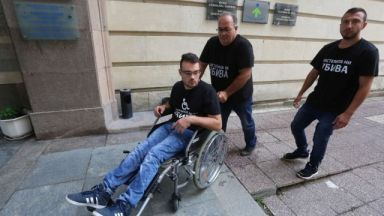 Борисов се разчувства пред баща и син и обеща реформи за хората с увреждания