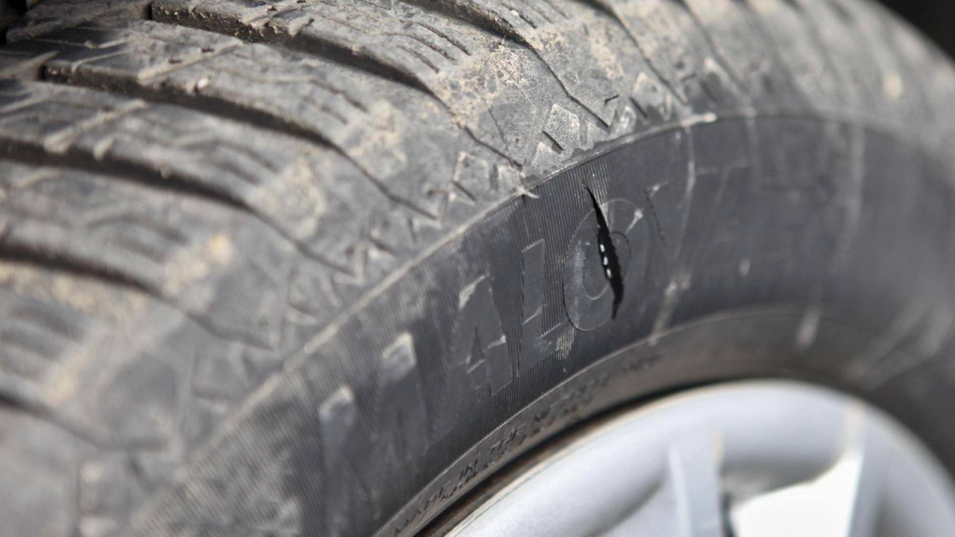 Нарязаха гумите на 11 автомобила във Варна