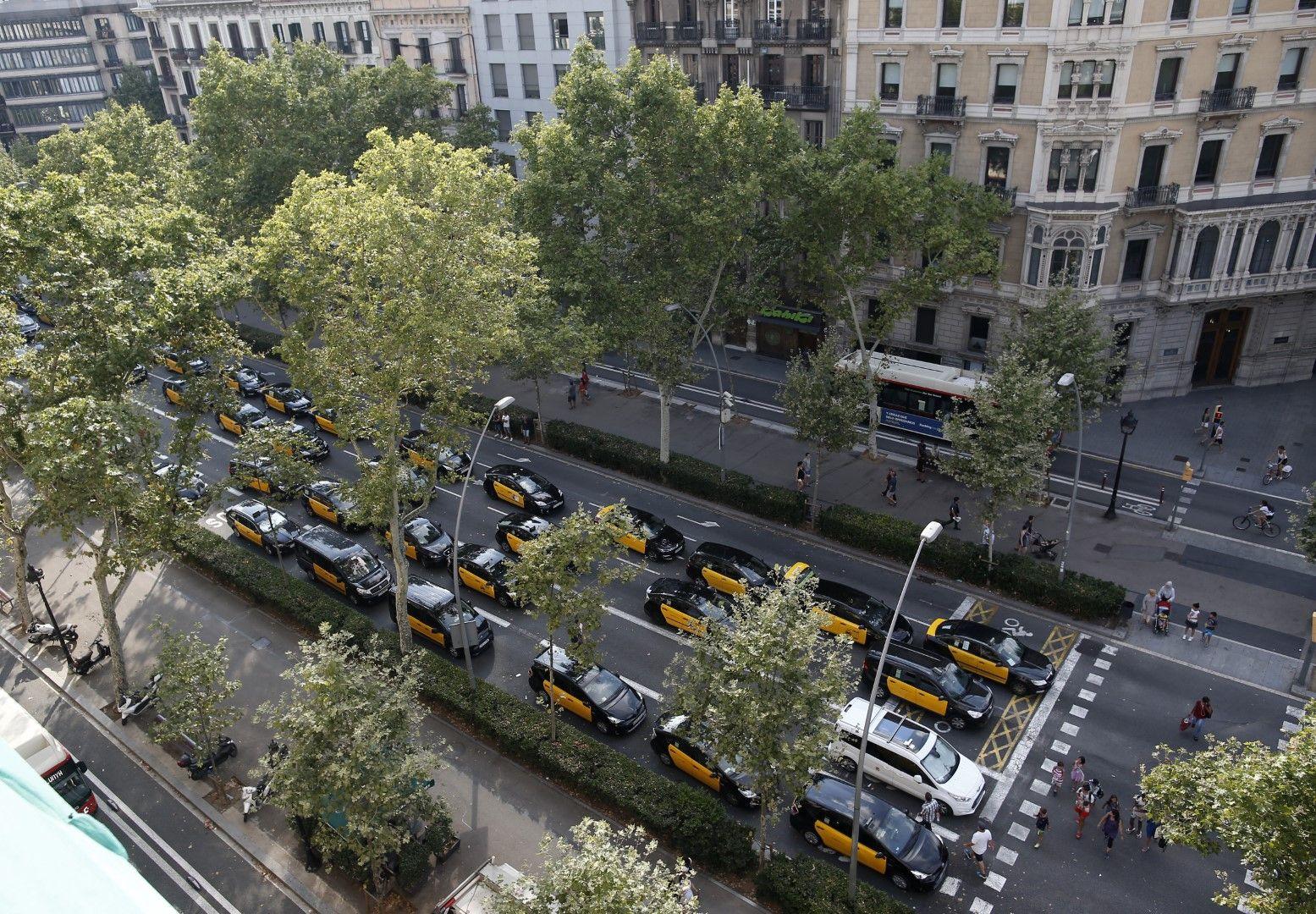 Таксиметровиге шофьори блокират трафика  в Барселона