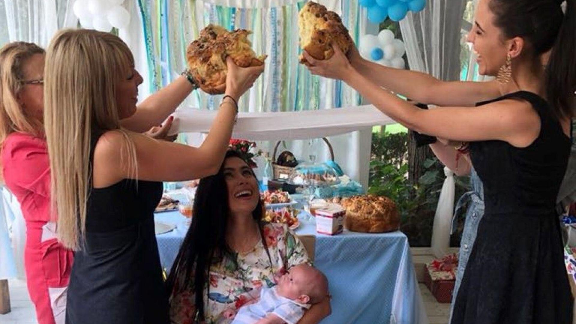 Лили Ангелова показа снимки от погачата на бебето си