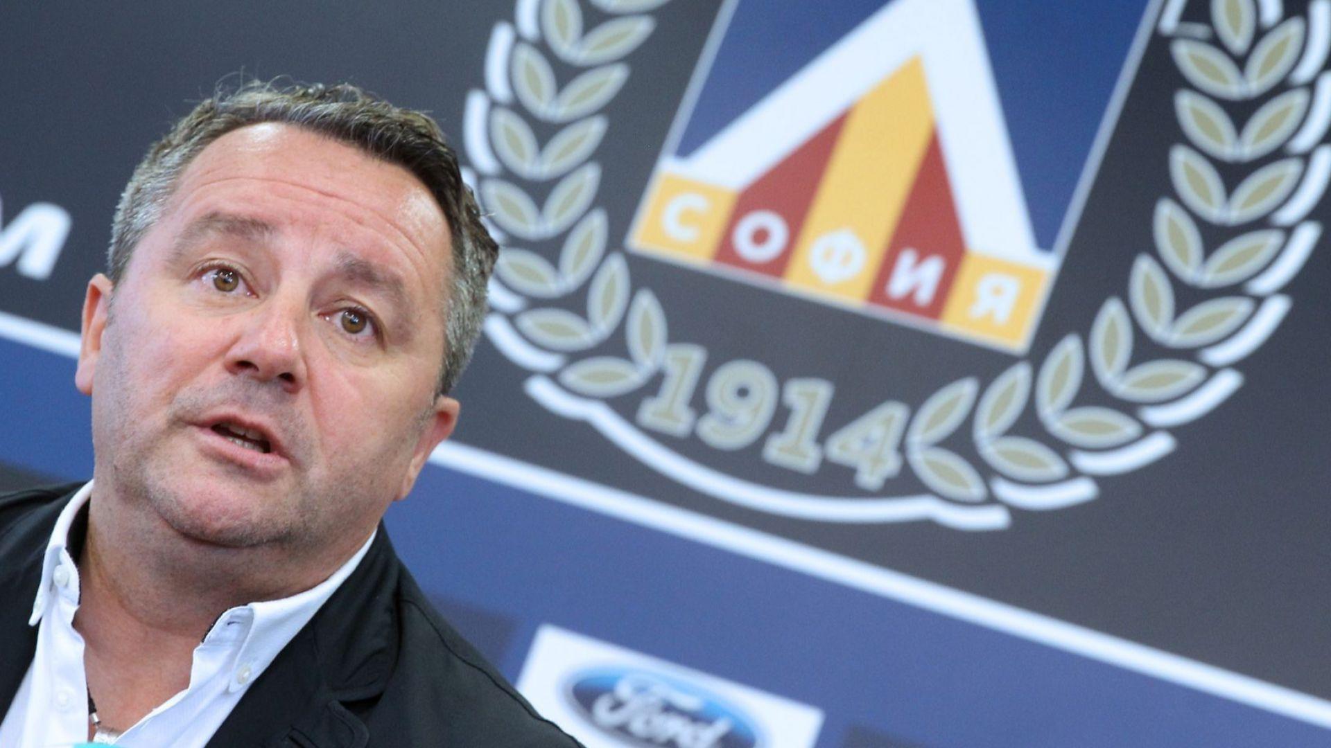 Треньорът на Левски идва и си тръгва днес?