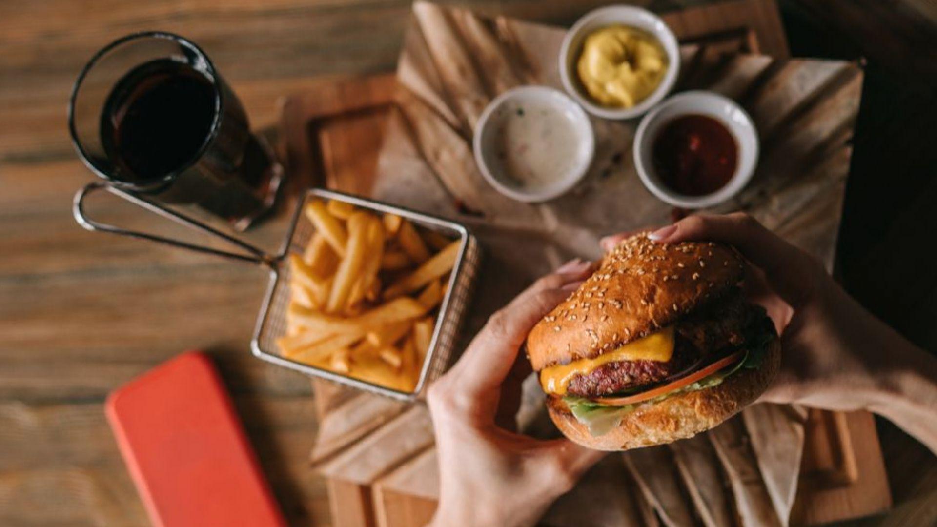 Защо сме толкова привлечени от бързите храни