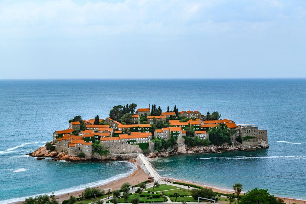 Островът бижу Свети Стефан в Черна гора
