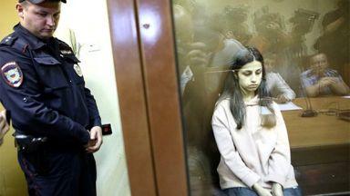 Убийство потресе Русия - три сестри заклаха баща си, били робини