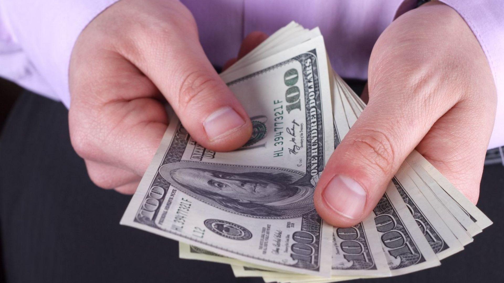 Заплатите в САЩ скочиха рекордно