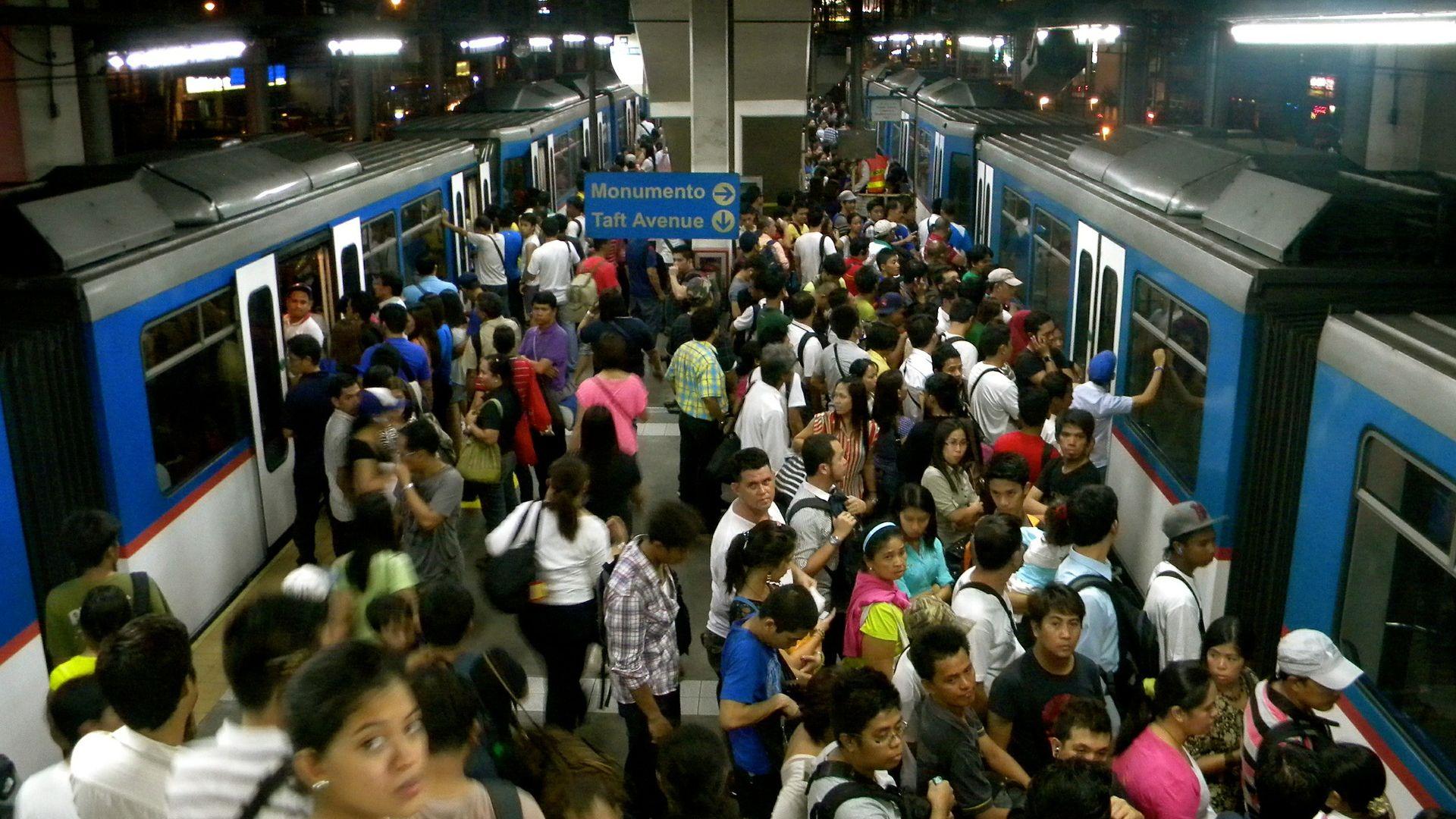 Ако пътувате с метрото, сте се здрависали с почти целия град