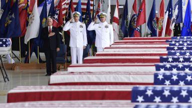 Майк Пенс посрещна останките на 55 войници, убити в Корейската война