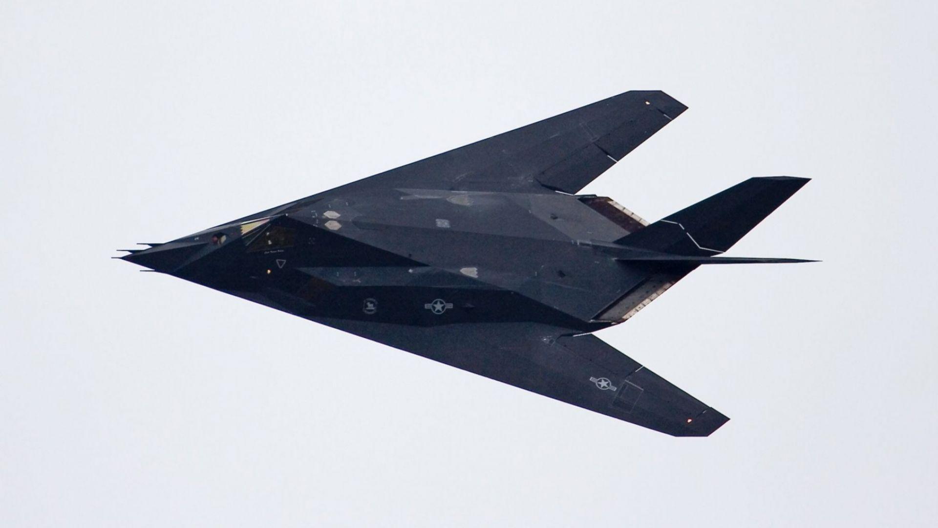 Нови секретни мисии за първия американският стелт F-117 (видео)