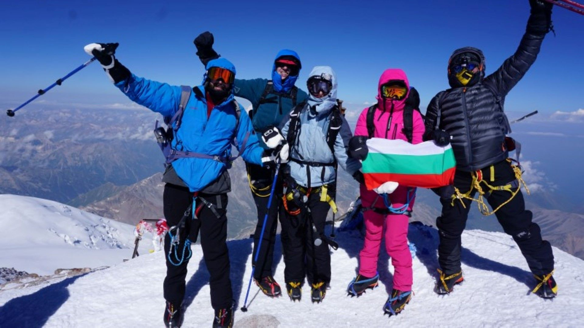 Семейството на Румен Овчаров поздрави БСП от връх Елбрус