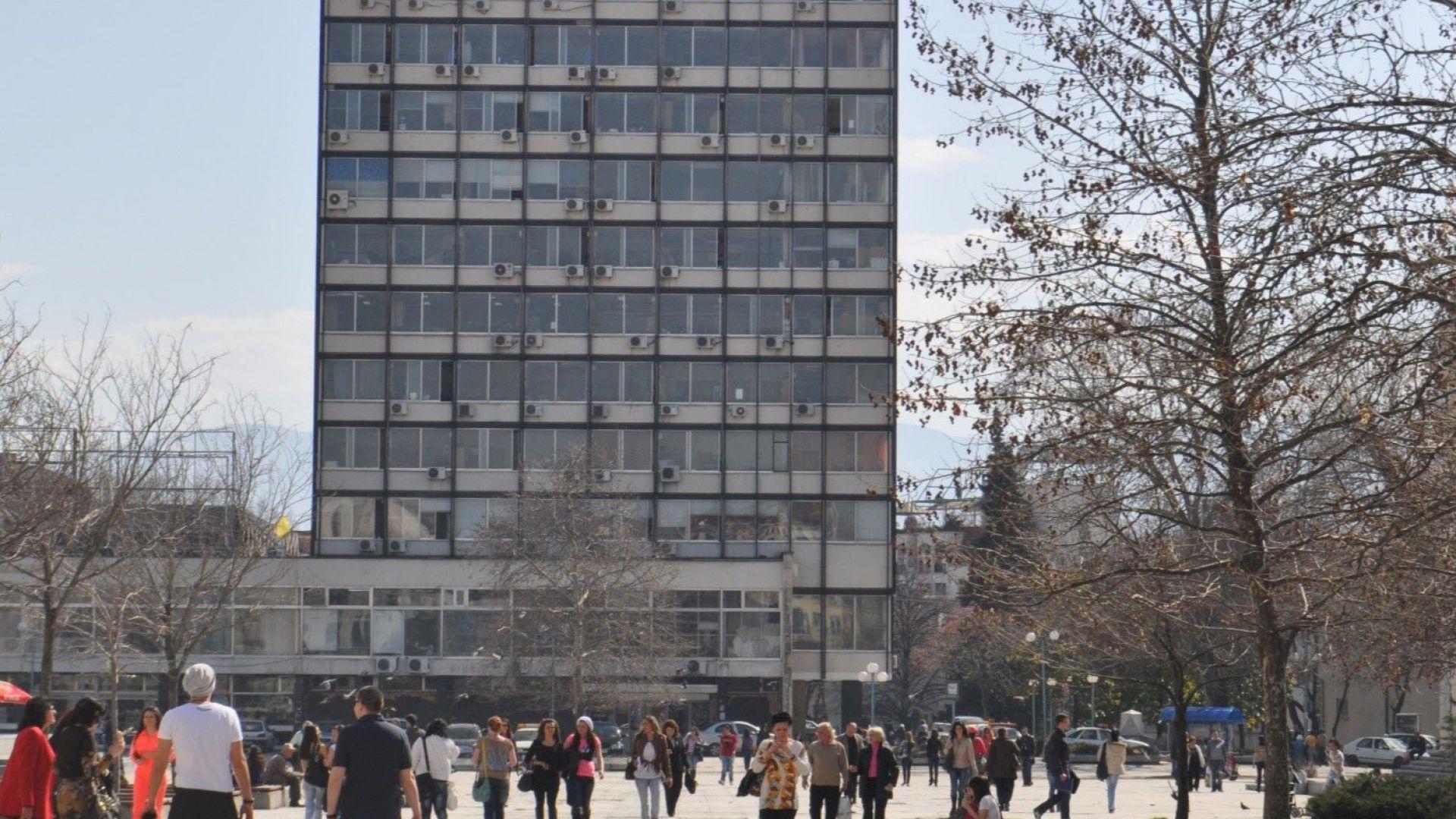 Бутат бившия Партиен дом в центъра на Пловдив