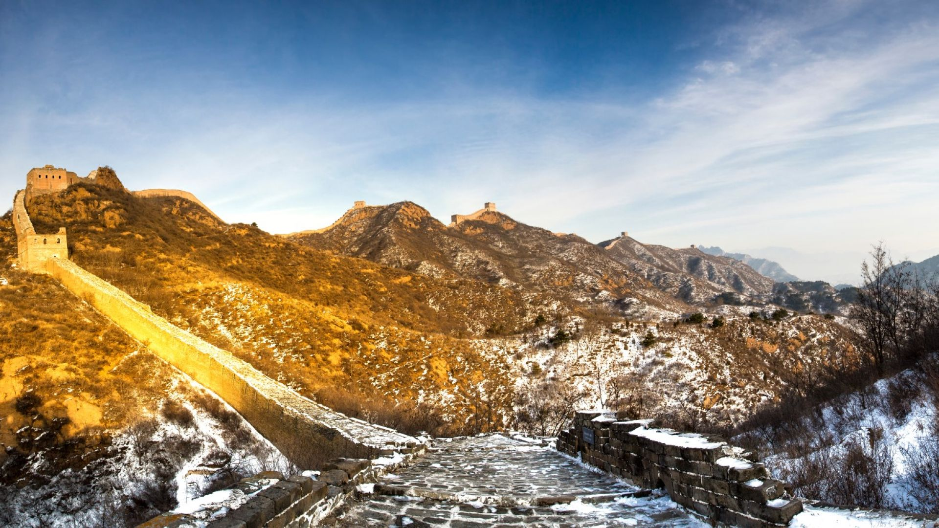 Китайската стена, поръсена със сняг