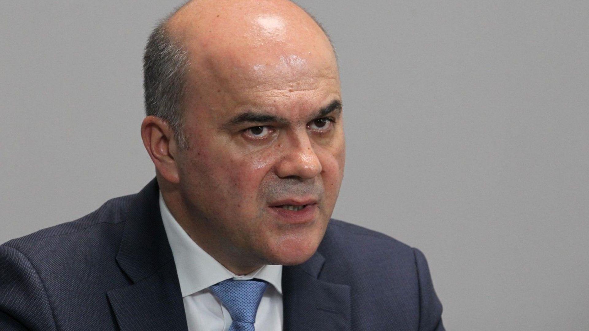 Според социалния министър Бисер Петков въпросът с отпадането на тавана