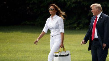Мелания показа стил и безупречна фигура в изцяло бял ансамбъл