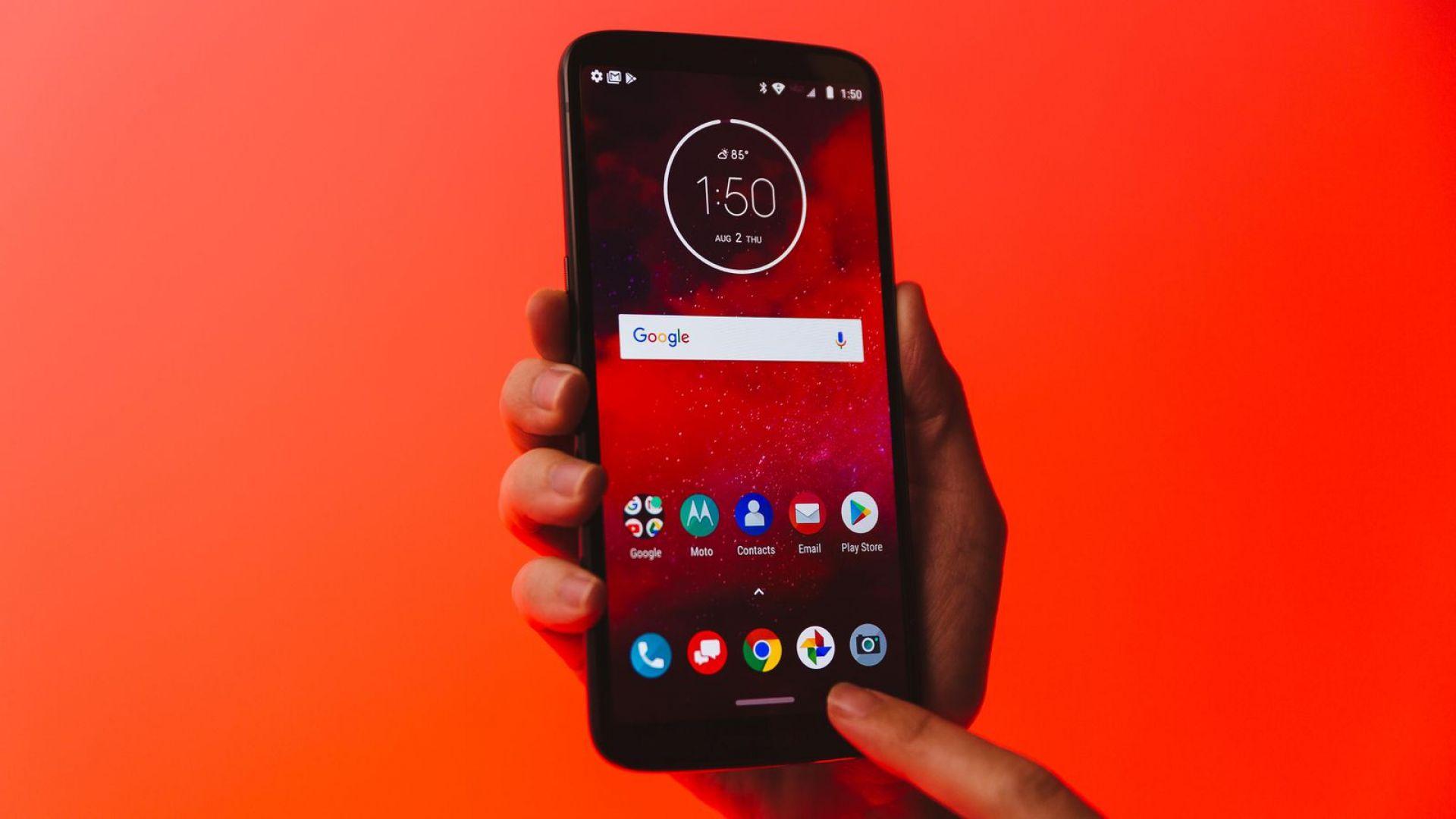 Motorola представи първия 5G смартфон