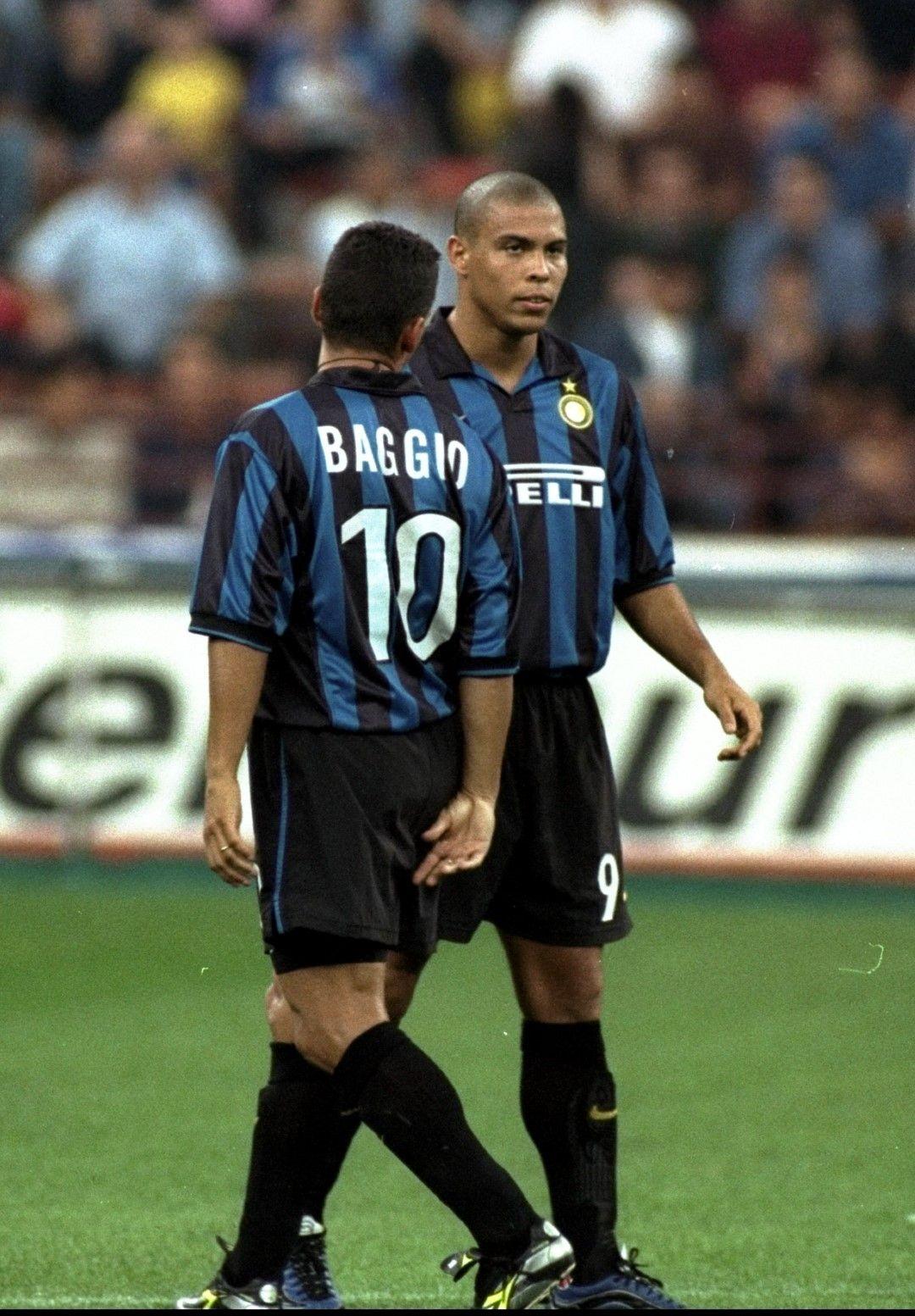 """На 31 г. Баджо подписа с """"Интер"""" и за два сезона игра малко, вкарвайки 7 гола в 21 мача. Междувременно бе в стихията си за националния отбор на три поредни Мондиала, вкарвайки общо 9 гола в тях! На Световното в САЩ през 1994-а с пет попадения (включително две срещу България на полуфинала) закара Италия на финал, където... пропусна решаващата дузпа и Бразилия взе купата."""