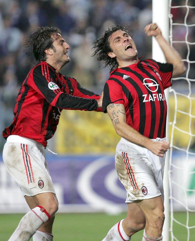 """През 2005 г. """"Милан"""" го взе, но само за един сезон се разочарова от понатежалия Бобо, който вкара само 2 гола и успя да играе 14 пъти."""