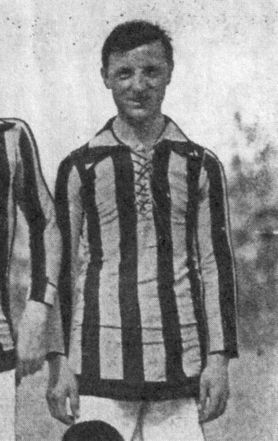 """Луиджи Чевенини играе за трите гранда между 1911 г. (на 16 дебютира за """"Милан"""") и 1930 г., а в този период носи екипа и на """"Новезе"""" за един сезон. Най-много мачове записва в трите си периода в """"Интер"""" (на снимката), като се гордее с над 150 попадения за клуба. Шампион със """"синьо-черните"""" и с """"Новезе""""."""