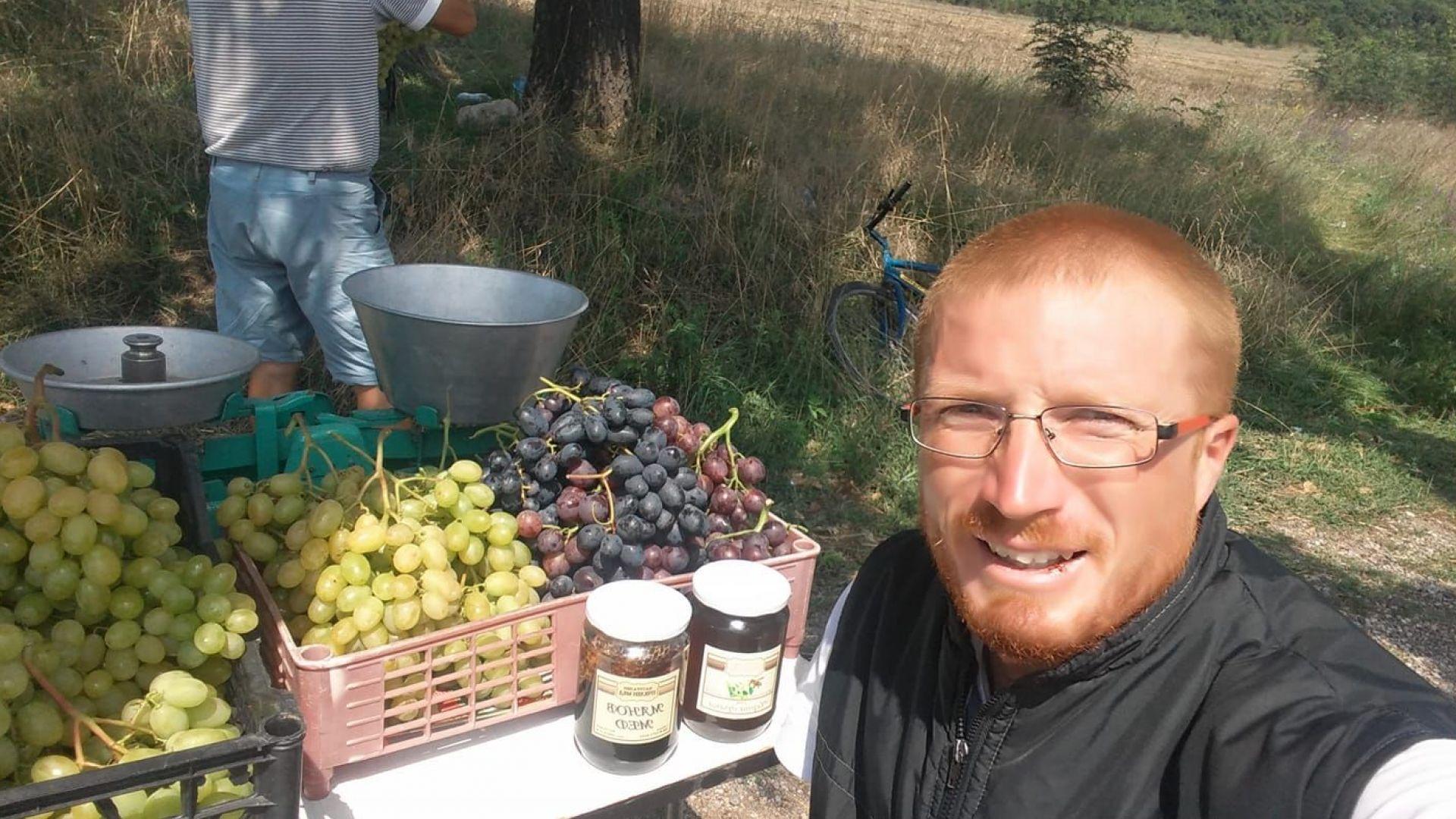 """Победителят от """"Фермата"""" Яни продава плодове край пътя"""