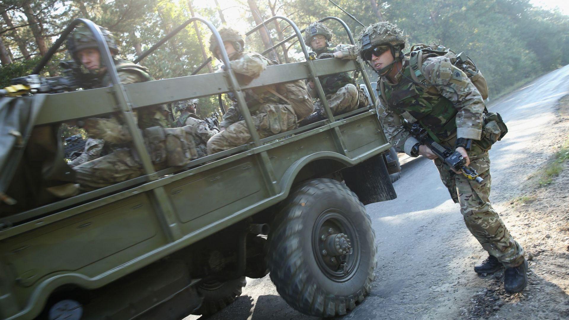Риск от дестабилизиране: НАТО прехвърли войници в Северно Косово