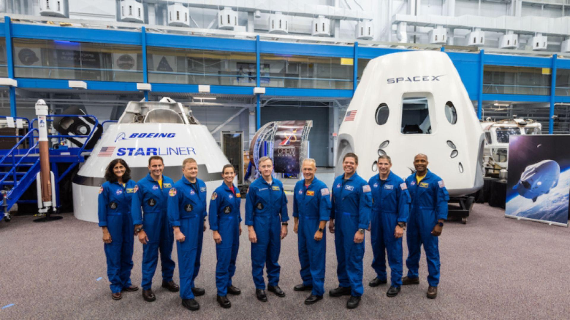 """НАСА определи екипажите за корабите """"Дракон"""" и """"Старлайнър"""""""