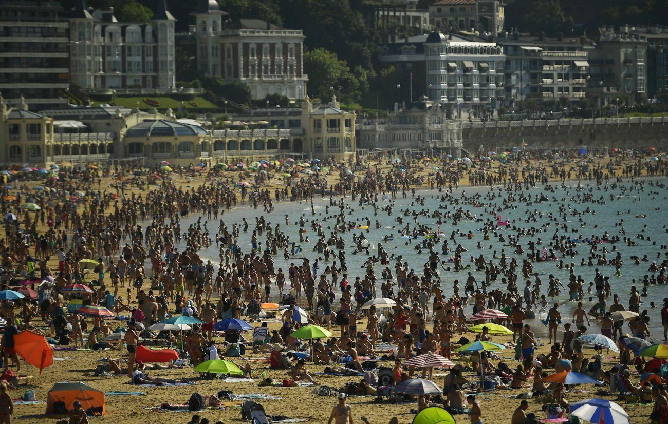 Препълнен плаж в Испания