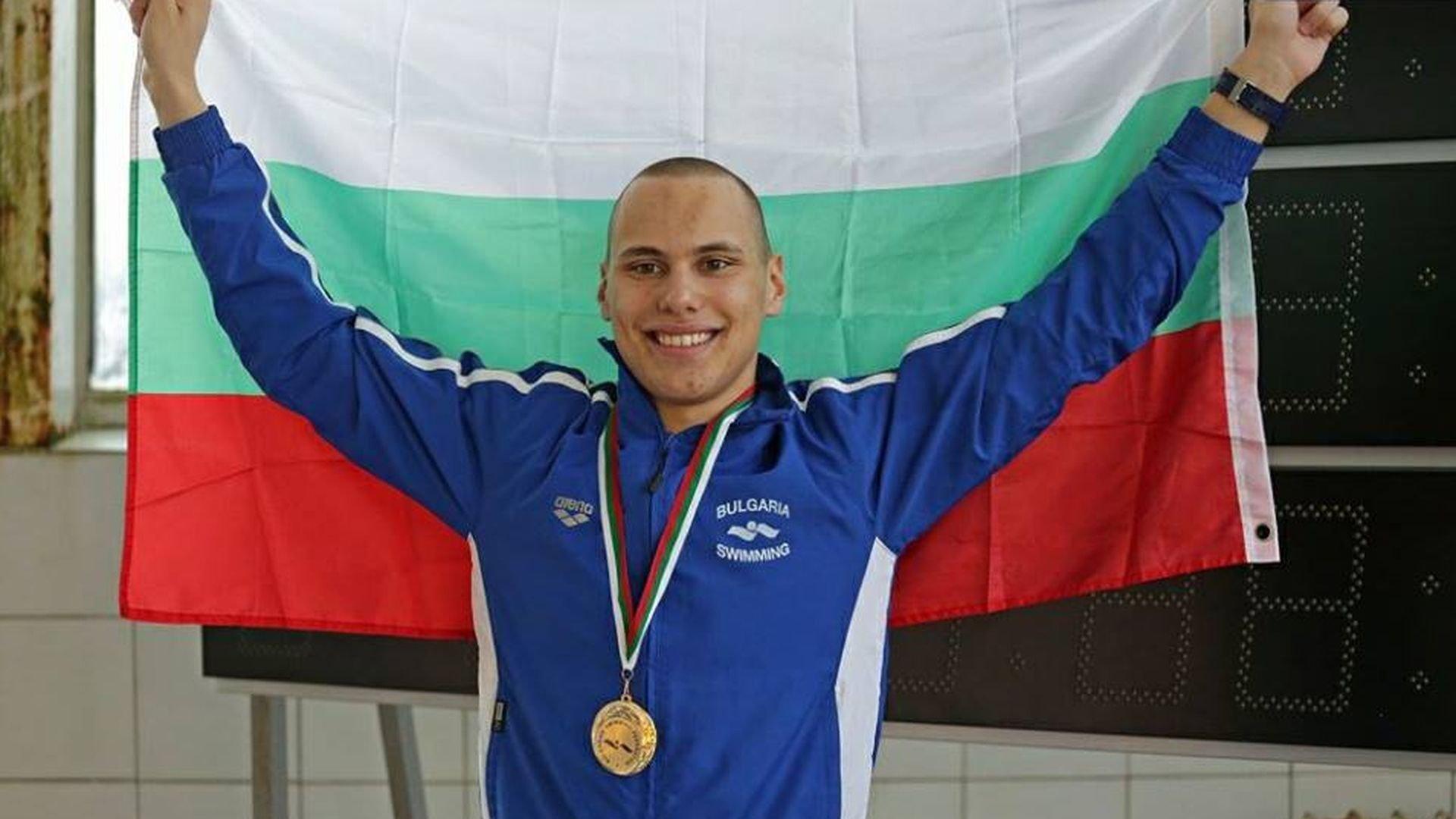 Антъни Иванов влезе мощно във финала на Европейското по плуване
