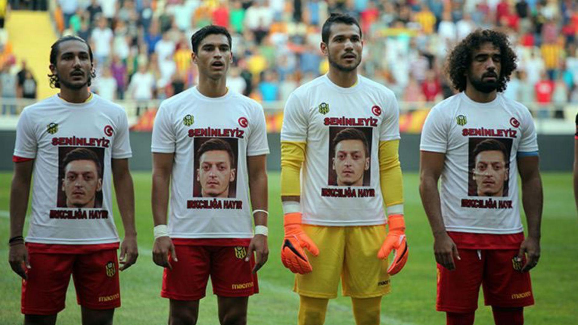 Турски клуб излезе с тениски с лика на Месут Йозил