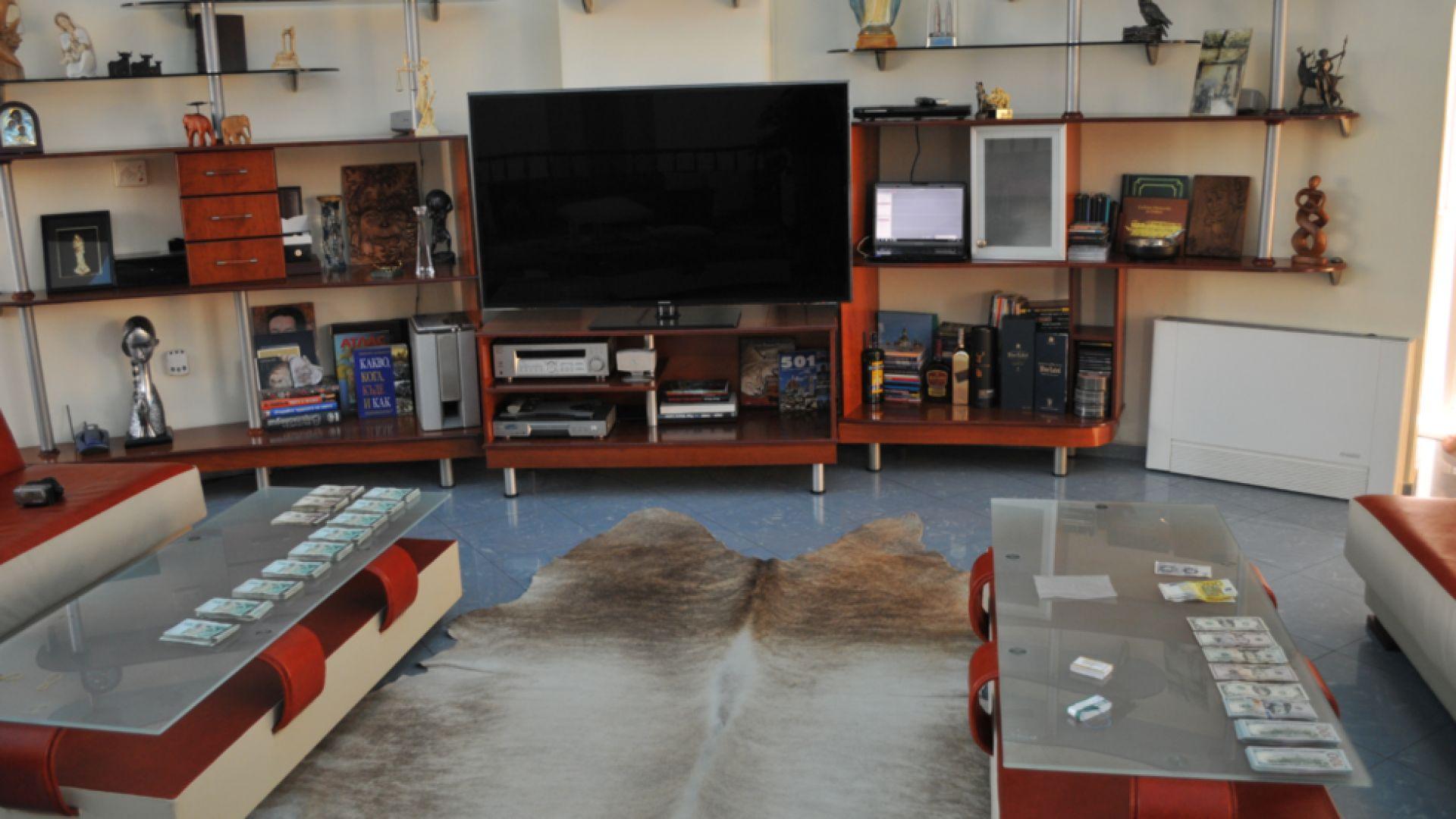 Иззеха оръжия и пари от дома на Бенчо Бенчев