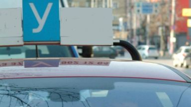 Разбиха схема за шофьорски книжки  - друг се явява на изпит вместо курсанта