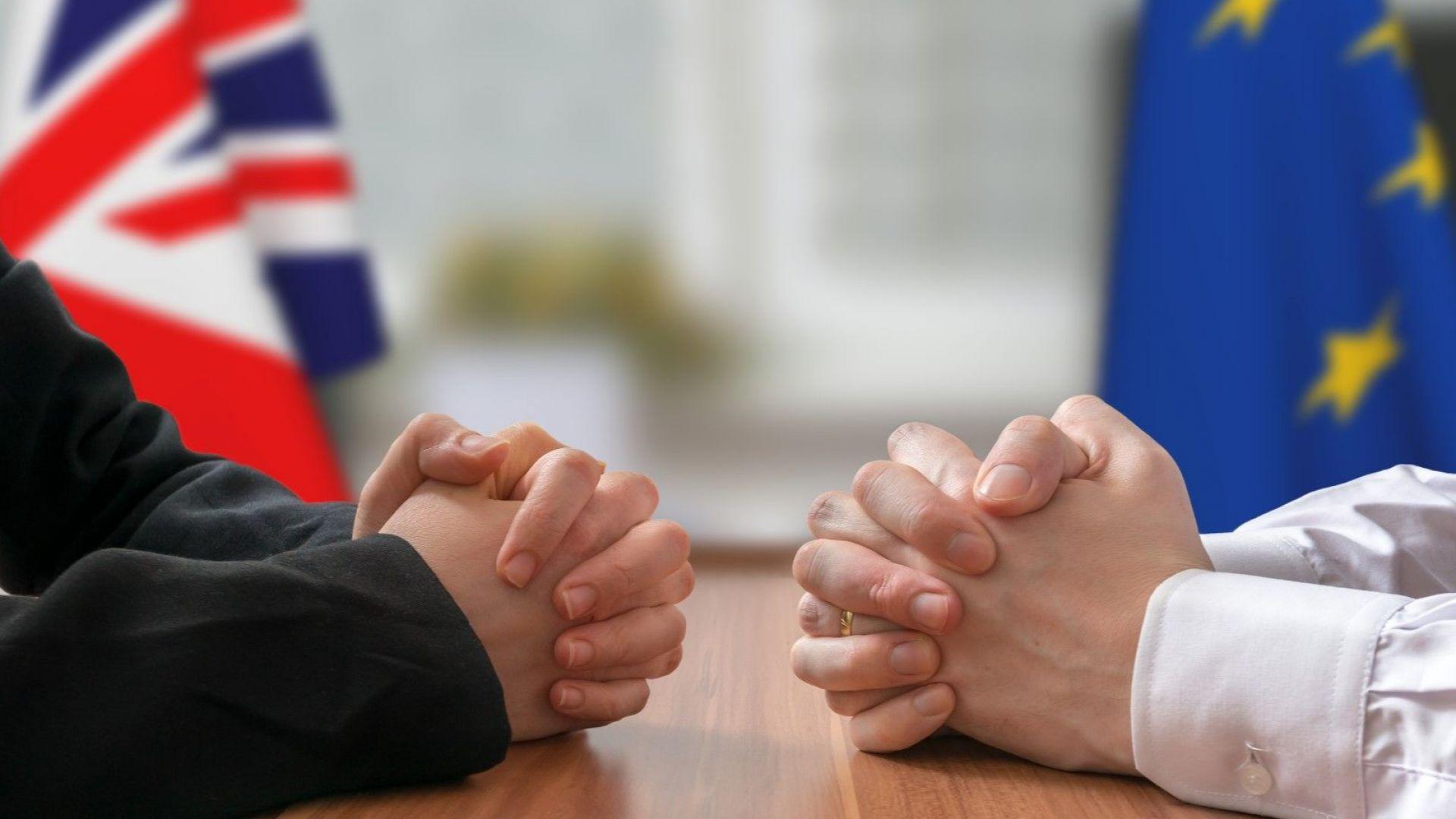 Британската лира поевтиня до 11-месечно дъно