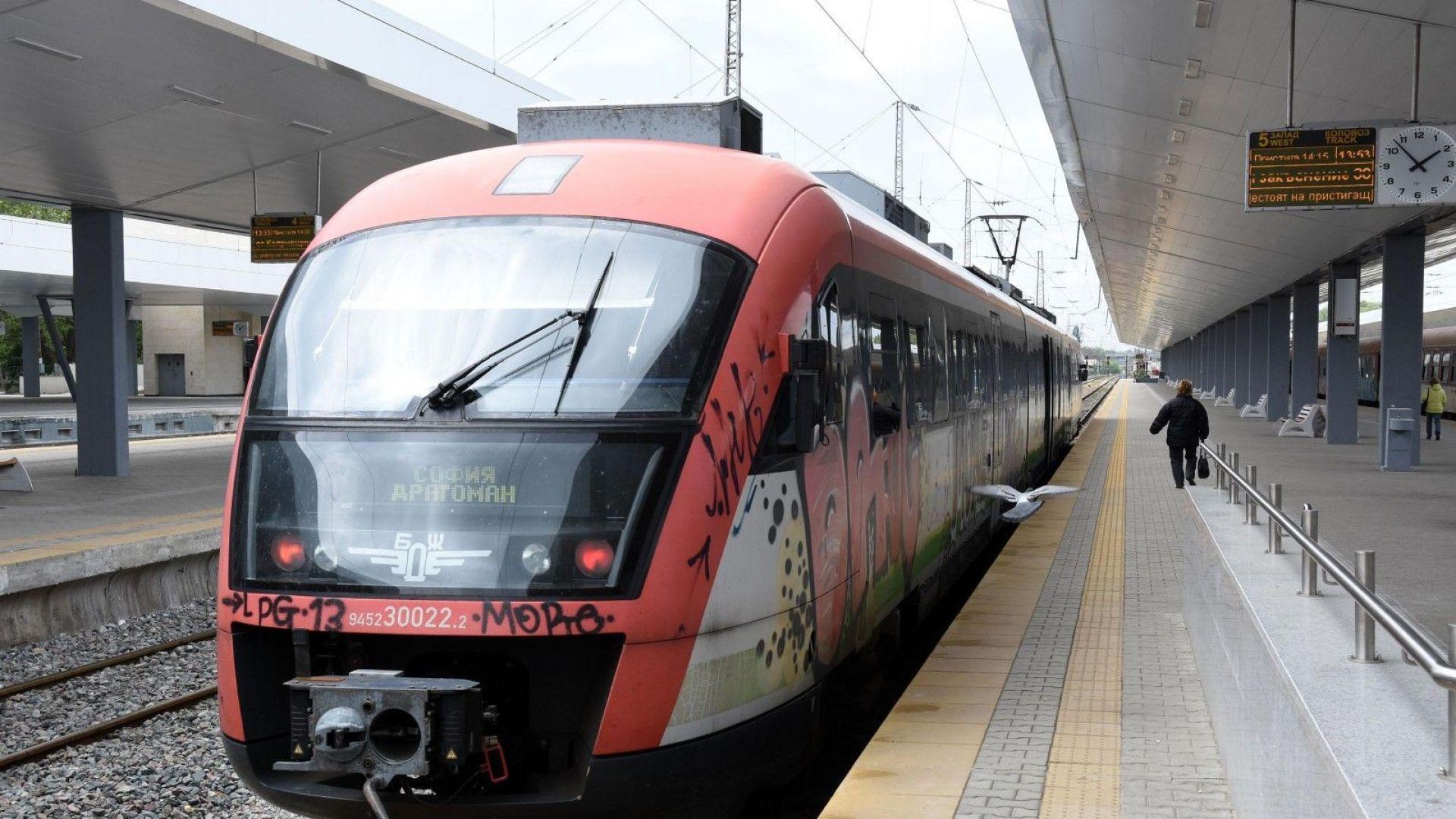 13 влака ще чакат по час на гари при смяната на часовника в неделя